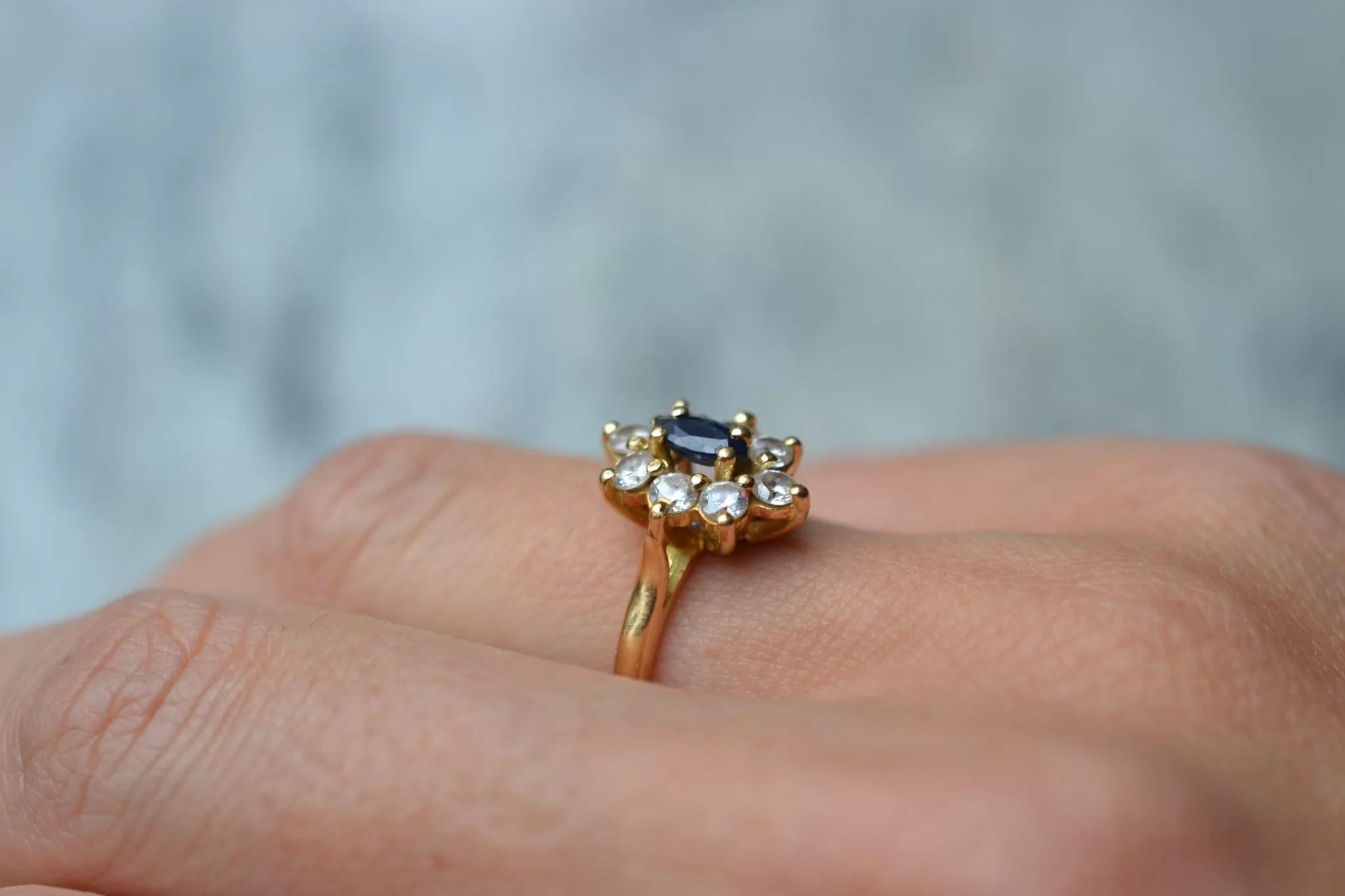 bague ancienne marguerite en Or et saphir - Or 18 carats - noircarat.fr - bgaue fiançailles mariage ethique