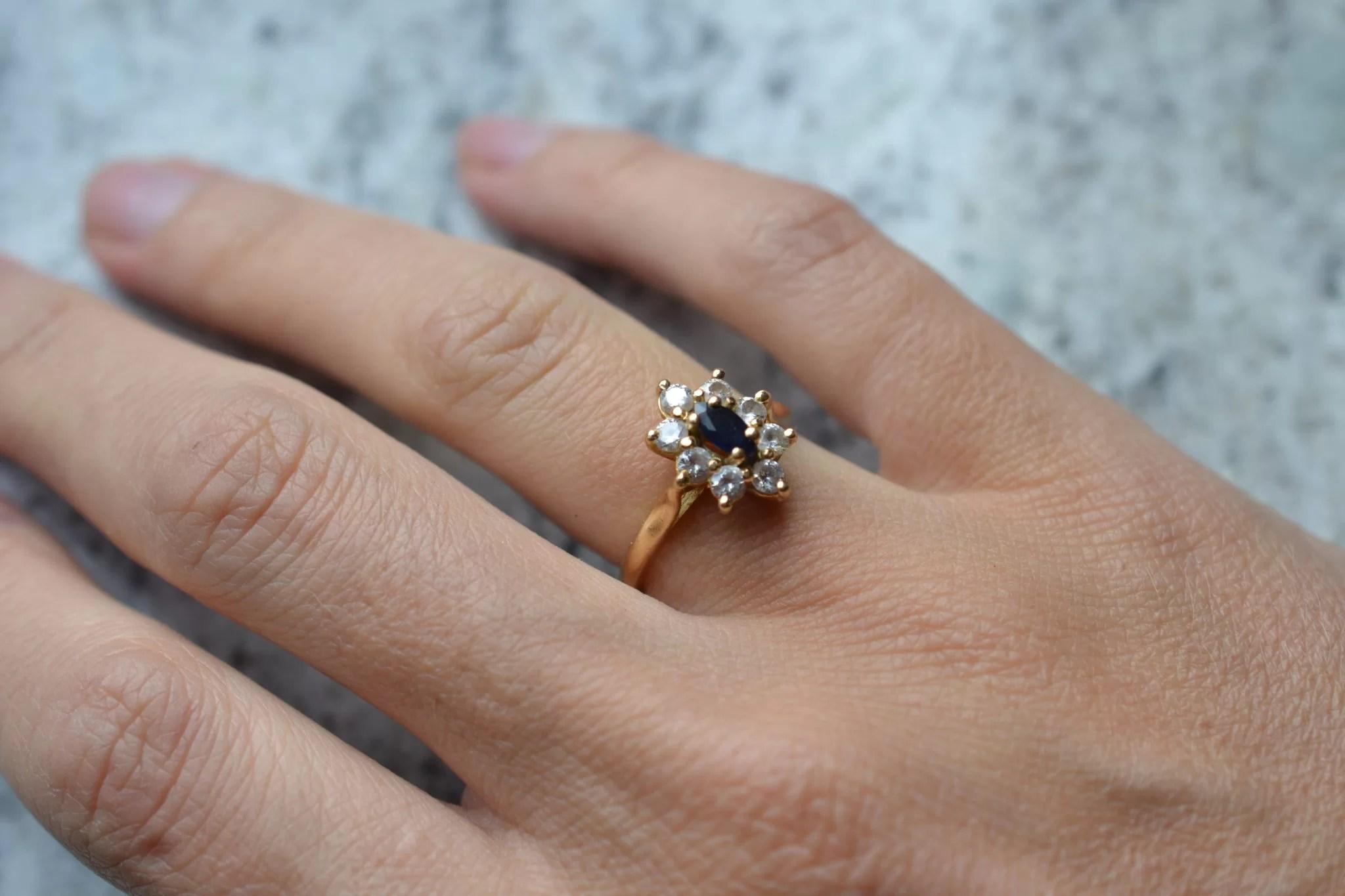 bague ancienne marguerite en Or et saphir - Or 18 carats - noircarat.fr - bgaue fiançailles mariage zero déchet