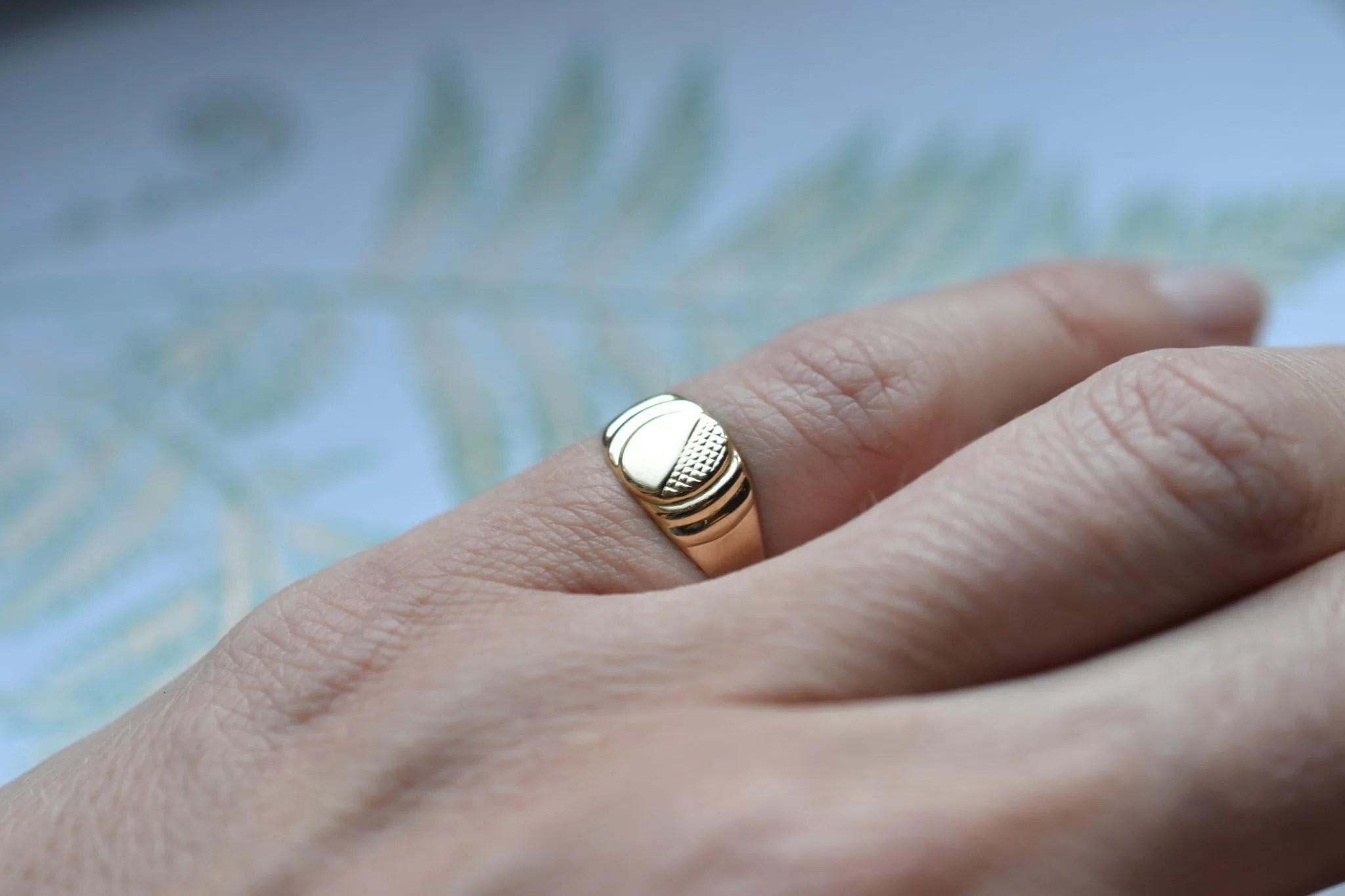 chevaliere ancienne petit doigt en Or 1! carats - 750:1000 - bijou ancien