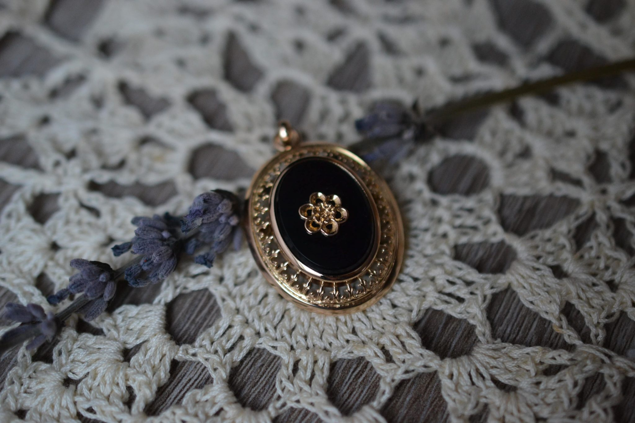 Broche Pendentif Onyx Et Fleur