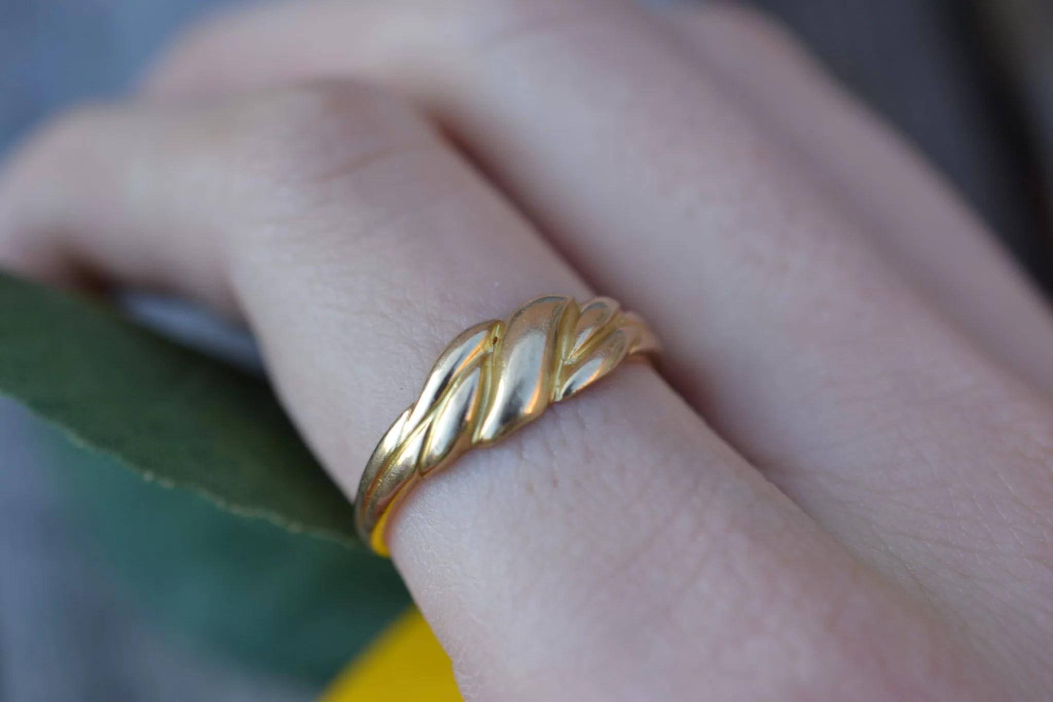 Bague en Or jaune à décor godronné sans pierre - bijou ancien