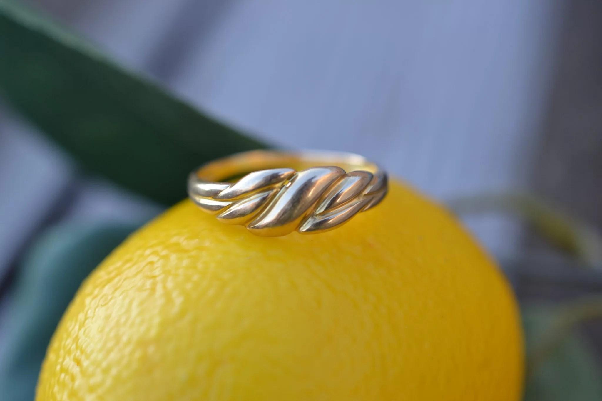 Bague en Or jaune à décor godronné sans pierre - bijou rétro