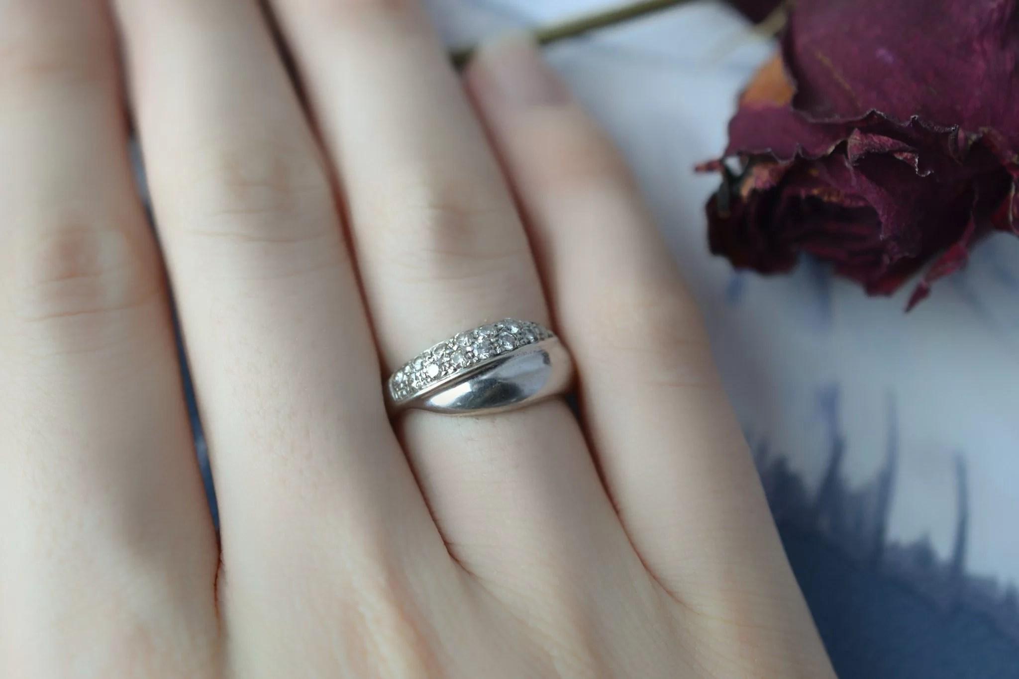 Bague lien croisé en Or rhodié sertie de diamants - bague de fiançailles Vintage