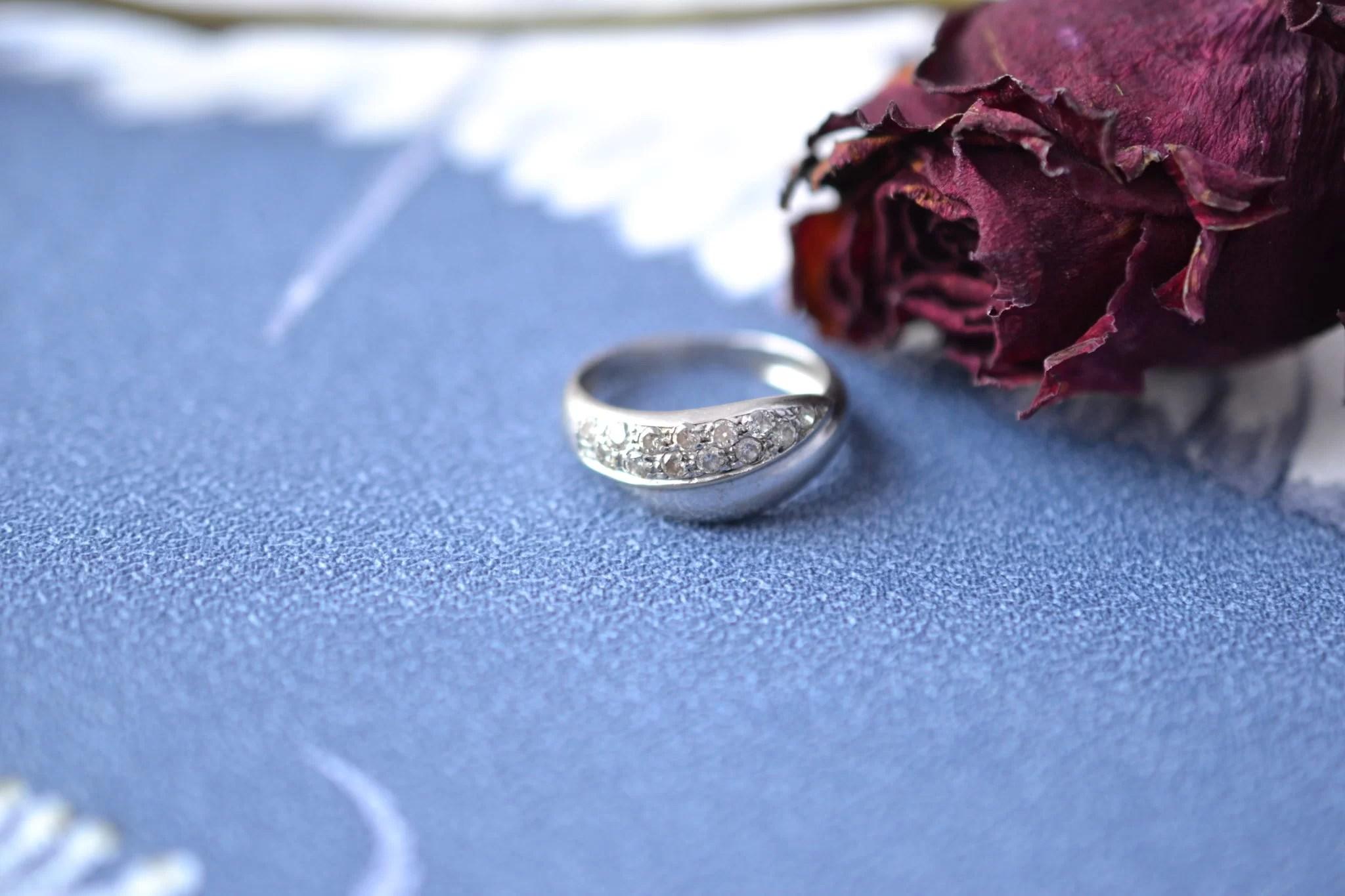 Bague lien croisé en Or rhodié sertie de diamants - bague éthique