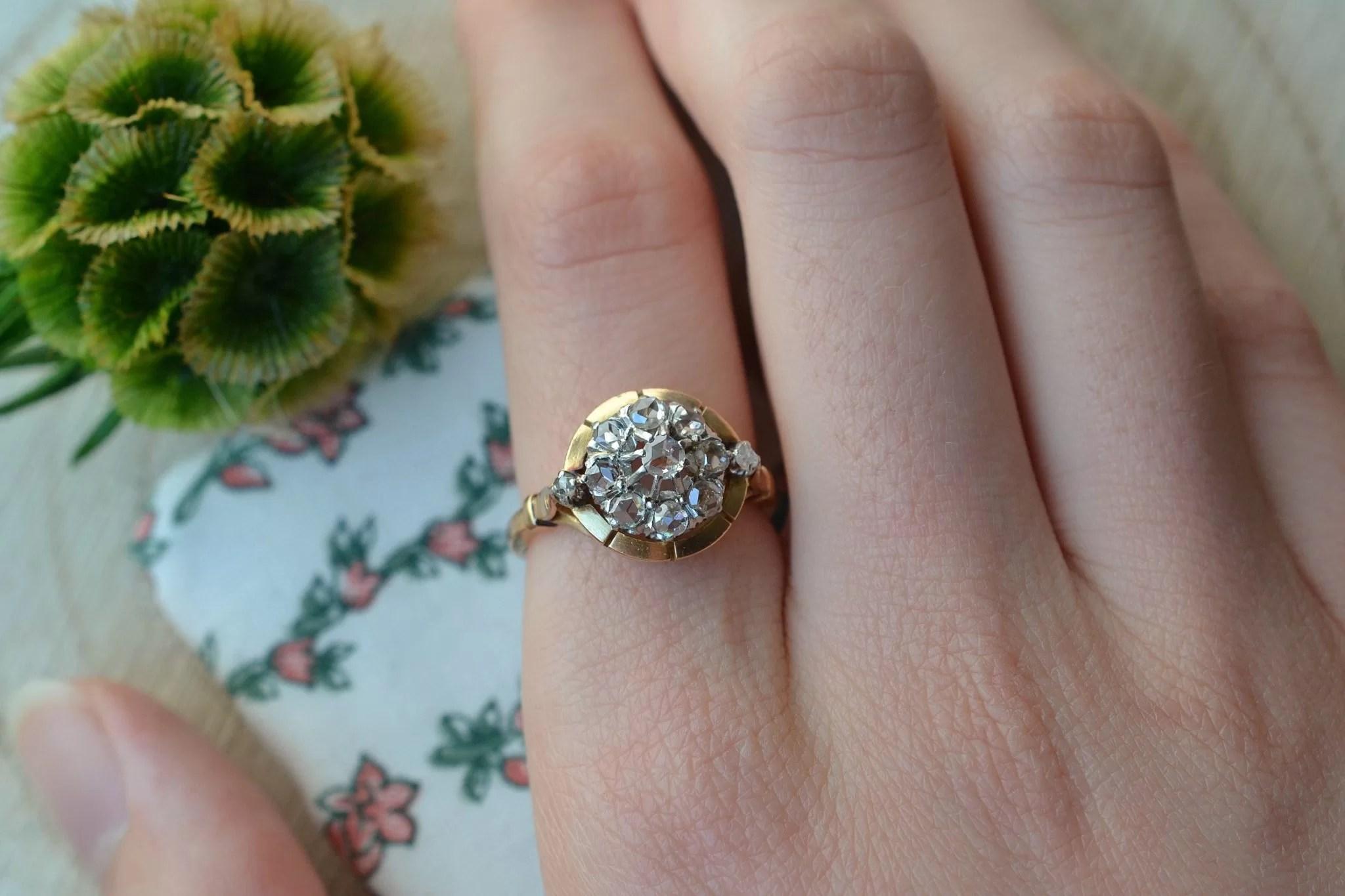 Bague en Or jaune enrichie de diamants - bague rétro