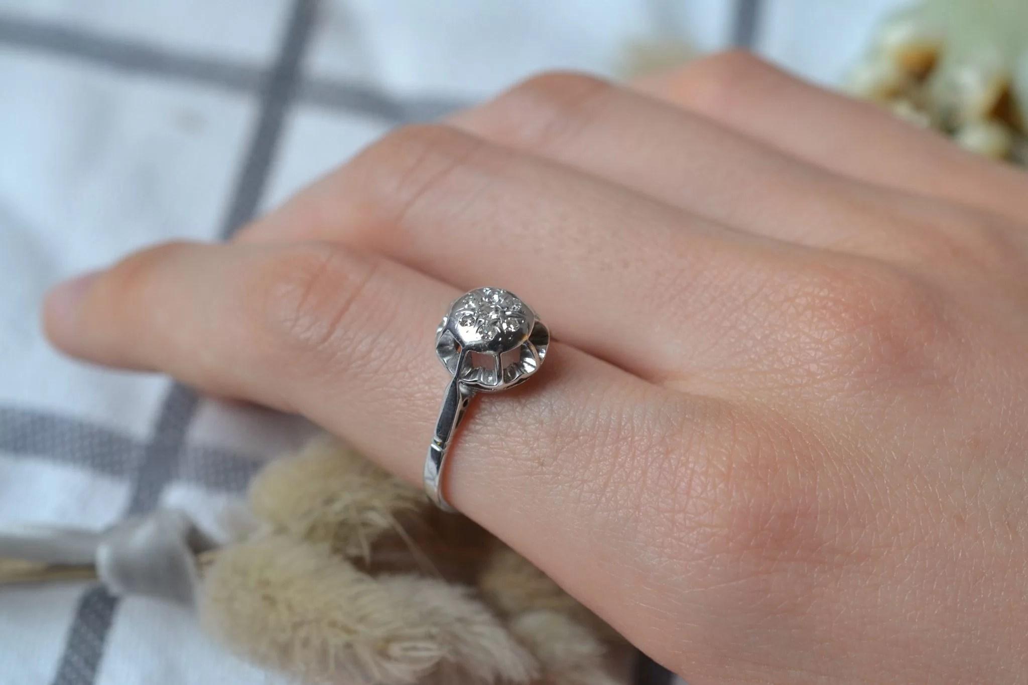 Bague en Or blanc, chaton rond orné de diamants 8_8 - bague rétro
