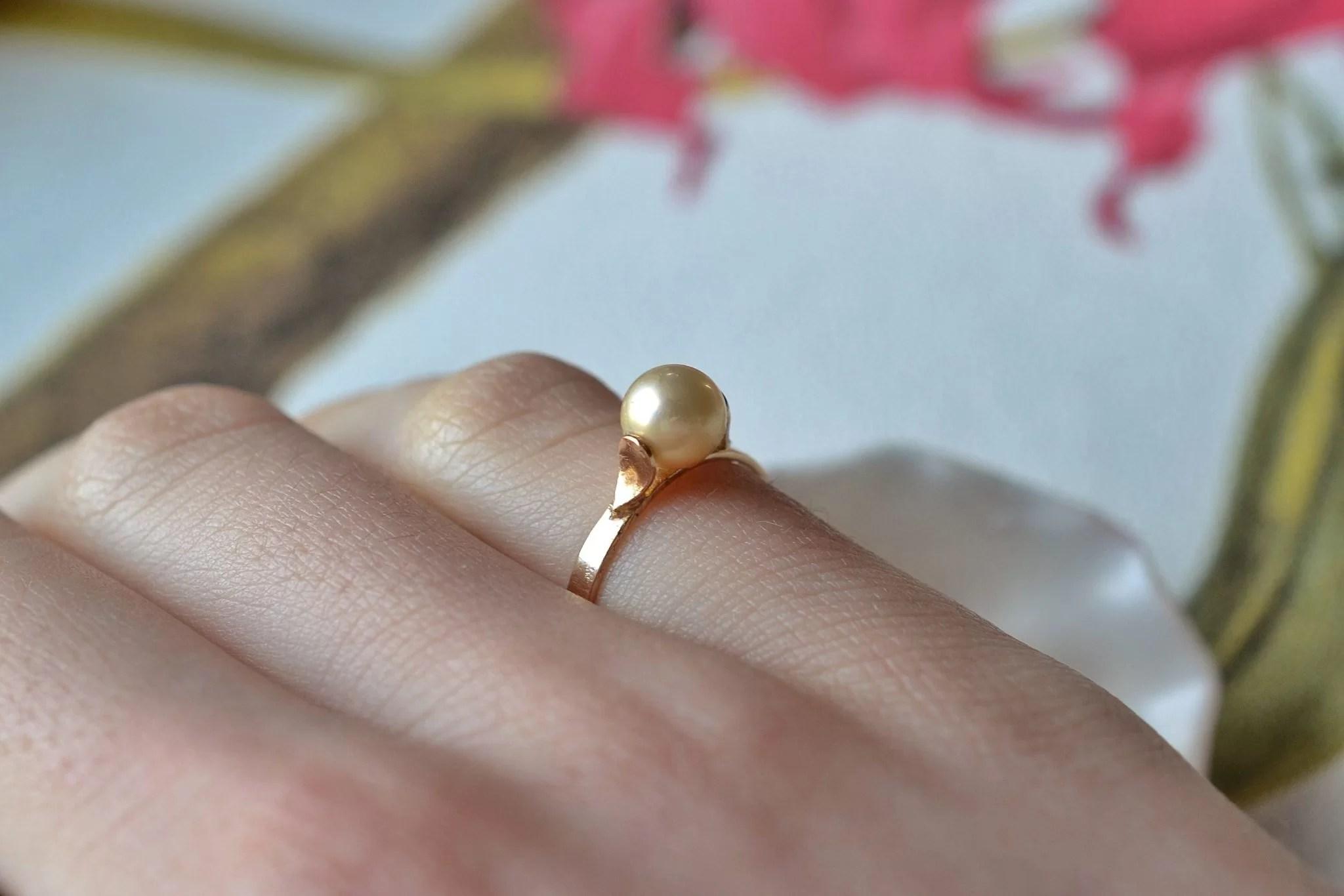 Bague en Or jaune rosé agrémentée d_une perle de culture - bague de fiançailles Vintage
