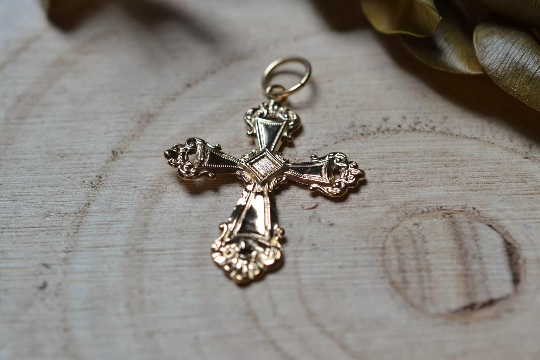 Pendentif en Or jaune en forme de croix - bijou éthique