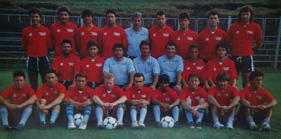 Rosa rossoblu nella stagione 1989-90. Da notare un giovanissimo Ottavio Palladini in basso a destra.