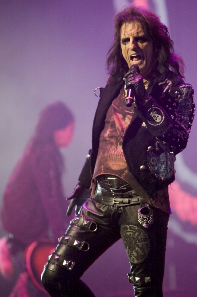 hollywood vampires cancel colbert but continue tour. Black Bedroom Furniture Sets. Home Design Ideas