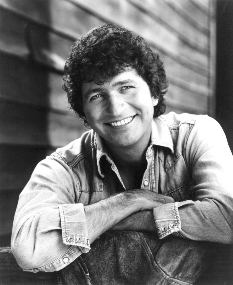 Country Music Star Mac Davis Dead at 78