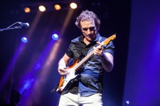 Ian Moss with Cold Chisel photo by Ros O'Gorman