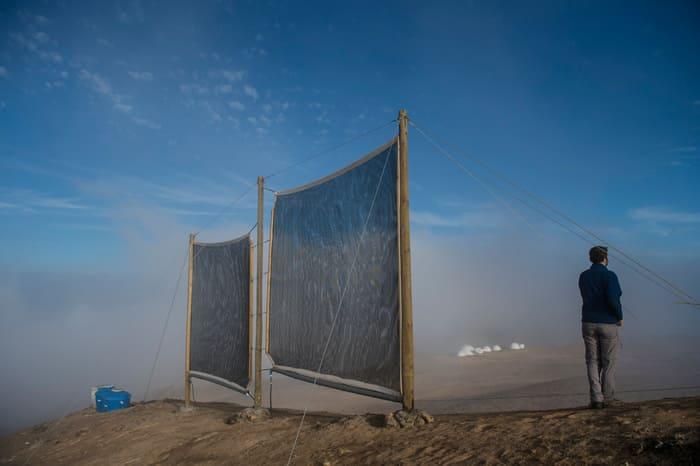 nebbia fonte di acqua pura in Cile