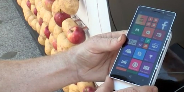 Potato-charging-Lumia-930-inline