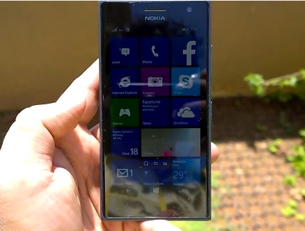 Lumia 730 outdoor display