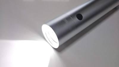 懐中電灯タイプのモバイルバッテリー