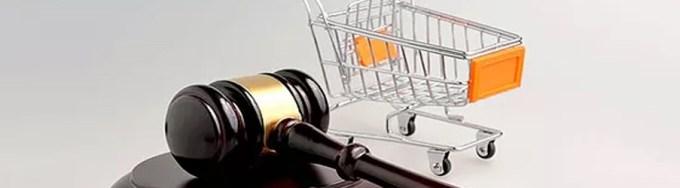 Tüketici hakları Nedir? Nelerdir, Tüketici Hakları Yasası, Tüketici Hakları Hakkında Bilgi, Tüketici Hakları Kanunu: Bu yazıda tüketici haklarımızın neler olduğunu maddeler aracılığıyla öğrenebileceksiniz. Hepimiz aldığımız ürünlerden veya bize sunulan hizmetlerden kimi zaman şikayet ederiz; ancak bu şikayet genelde kendi kendimize olmaktadır. Adını çoğunlukla duyduğumuz tüketici dernekleri ya da tüketici hakları hususunda çoğumuz pek az bilgiye sahibiz. TÜKETİCİ HAKLARI MADDELER HALİNDE: Ülkemizin de taraf olduğu 1985 tarihli Birleşmiş Milletler Evrensel Tüketici Hakları Bildirgesine göre 9 tane temel ve evrensel tüketici hakkı mevcuttur. Bunlar aşağıdaki gibidir: 1) Temel İhtiyaçların Karşılanması Hakkı: Barınma, ısınma, aydınlanma, içecek ve kullanacak su bulma, haberleşme, ulaşım tüketicilerin en temel ihtiyaçlarıdır. Her tüketici, bu temel ihtiyaçların karşılanmasını talep edebilir. 2) Sağlık Ve Güvenlik Hakkı: Satışa sunulan her türlü mal ve hizmetin insan yaşamı ve sağlığı açısından kullanıcısına zarar vermeyecek durumda olmasıdır. 3) Bilgi Edinme Hakkı: Tüketicinin mal ve hizmeti satın alırken doğru karar verebilmesinin sağlanması için tüketicinin gerekli bilgilere ulaşabilmesi ve zararlı, yanıltıcı reklamdan, etiketten, ambalajdan korunmasıdır. 4) Eğitilme Hakkı: Tüketicinin hak ve çıkarlarını koruyabilmesi, tüketici bilincine sahip olması için eğitim kurumlarında eğitilmesidir. 5) Zararların Giderilmesi Hakkı: Satın alınan mal veya hizmetten dolayı tüketicinin uğramış olduğu zararın giderilmesi, o mal veya hizmetin yeniden tüketiciye ulaştırılmasıdır. 6) Sağlıklı Bir Çevrede Yaşama Hakkı: Sağlık koşullarına uygun bir çevrenin oluşumunda ülke ve doğal kaynakların doğru kullanımı ile çevrenin korunması, temiz ve sağlıklı bir şekilde gelecek nesillere bırakılmasıdır. 7) Ekonomik Çıkarların Korunması Hakkı: Tüketiciye kıyaslama imkânı verecek çeşitte mal ve hizmetin en uygun fiyattan sunulması, satış sonrası her türlü teknik destek ve servisin tüketiciye ulaşt