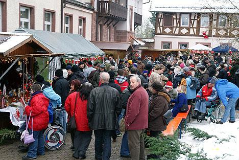 Viele Besucher wurden bei den Weihnachtsmärkten der Johannes-Diakonie begrüßt. (Foto: D. Adler)