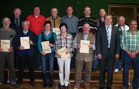 wpid-468FC-Schlossau-ehrte-treue-Mitglieder-2011-04-11-23-58.jpg