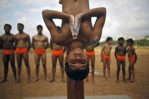 indian_pole_gymnastics