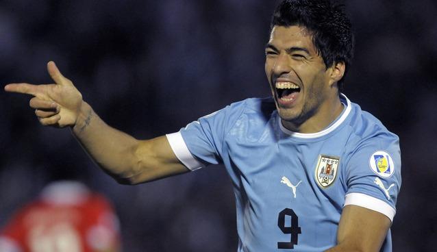 Luis-Suarez-se-disculpa con-Chiellini