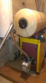 Kocioł olejowy Lumo z lat 90-tych z zamontowanym palnikiem na pellet w Białych Błotach
