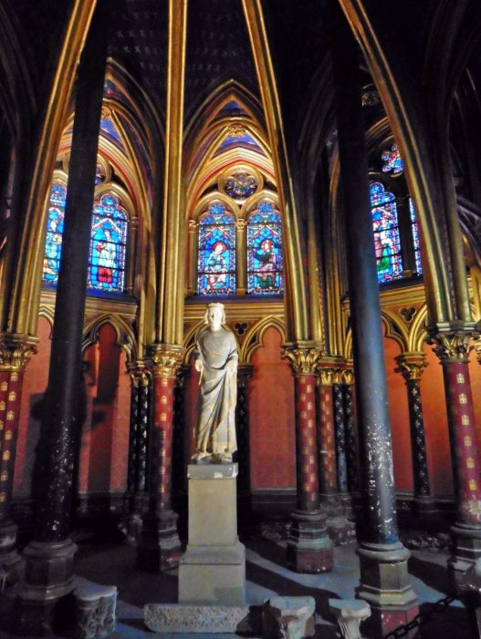 Lower chapel in Sainte Chappelle