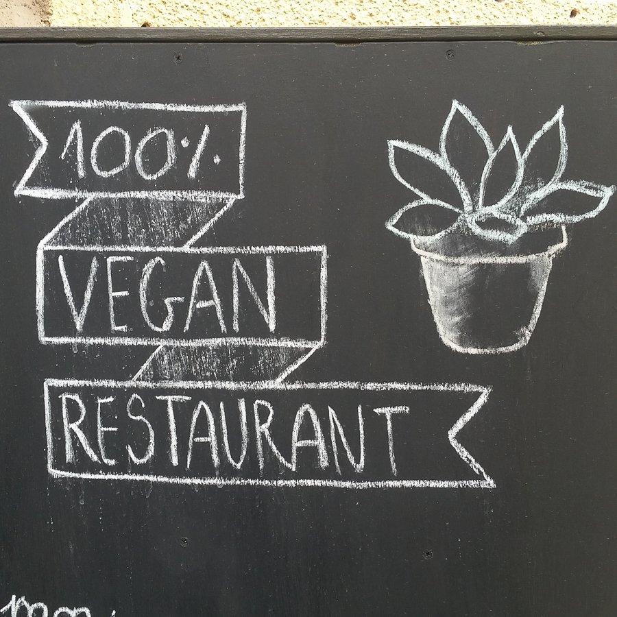 Manger vegan à Budapest - Kosmosz, 100% vegan
