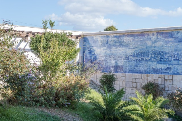 Azulejos can be found nearly anywhere in the old districts of Lisbon.