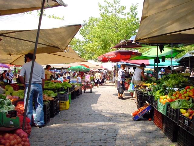 Fresh local produce on sale at Barcelos Market (Source: Egien).