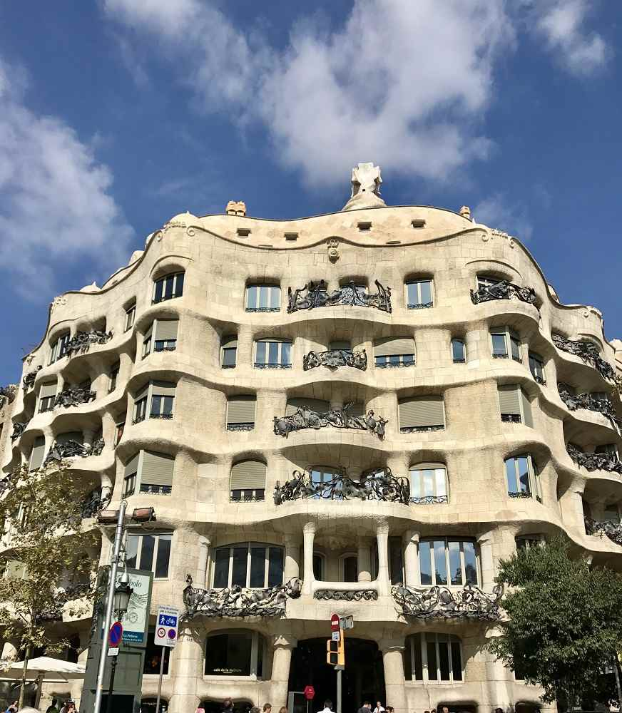 Barcelona Apartment Building: Modernisme & Gaudi Buildings In Barcelona: Mapped Walking