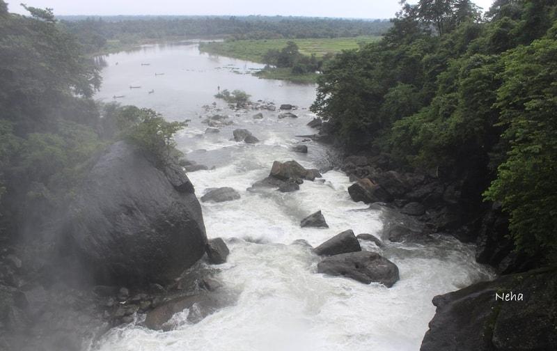 At Dawki overlooking Umgnot river and the India-Bangladesh border