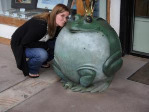 nikki_kissing_frog