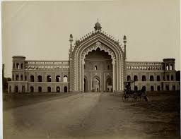 Lucknow tourist places to visit in lucknow sightseeing - Rumi Darwaza