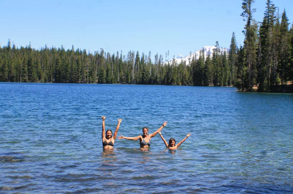 cascade lakes scenic highway Bend oregon hiking camping guide