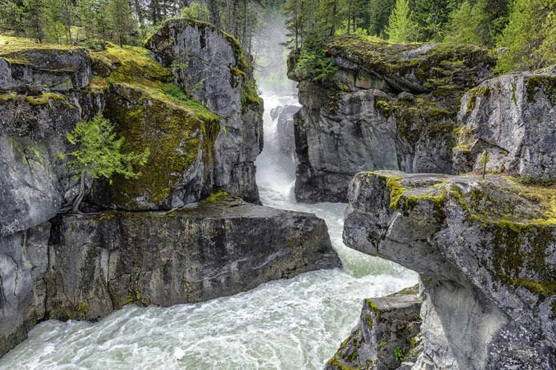 Whistler things to do, hiking Nairn Falls