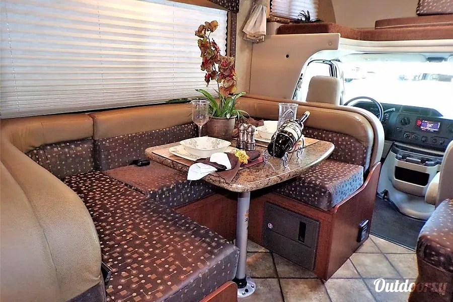 Anchorage RV Rentals, 2015 Thor Freedom Elite
