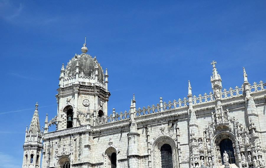 Skylinde detail of the wedding-cake Manueline style architecture of the Mosteiro dos Jerónimos monastery.