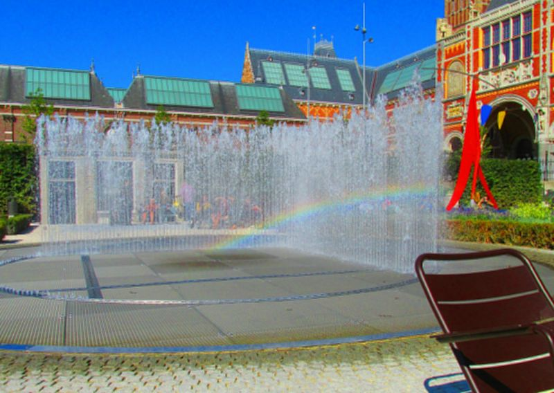 A rainbow in the fountain behind the Rijksmuseum in Amsterdam