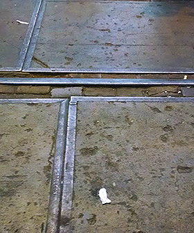 Iron seams and gaps in the concrete floor make it important to watch where you are stepping at IJ-Hallen