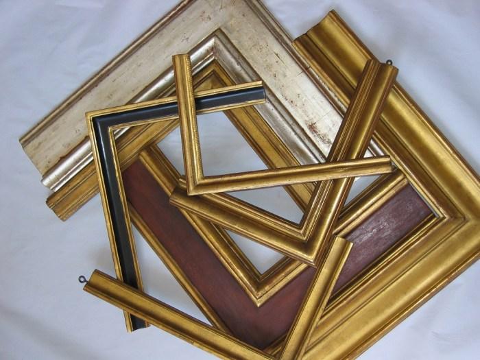 Atelier du nombre d'or restaure vos tabeaux, miroirs, cadres, meubles, sculptures.