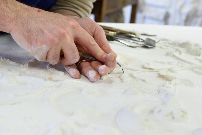 reparure-atelier-nombre-d'or-doreur-feuille-d'or-bois- staff-métal-verre- résine-plâtre-bruno-toupry-restaurateur-designer-oeuvre-art-paris-dorure-sculpture-or-ebenisterie-reparure