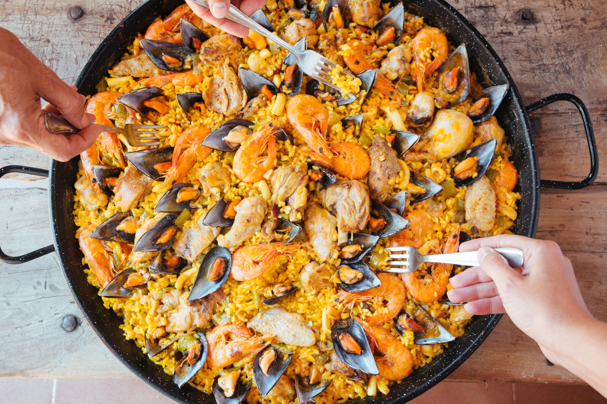 The Top 10 Best Paella Pans And What To Serve With Paella