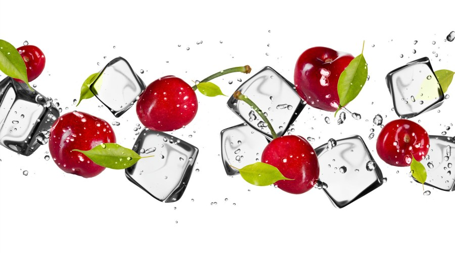 ice cubes with cherries - latent heat keeps the drinks cold