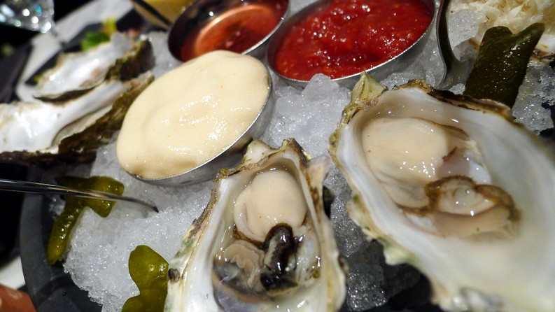 Happy Hour Boulevard Kitchen & Oyster Bar Vancouver Sutton Place Hotel instanomss nomss