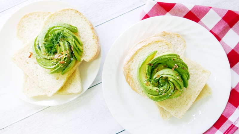 How to make the perfect avocado rose avocado toast Vancouver Instanomss Nomss Food Photography Healthy Travel Lifestyle Canada