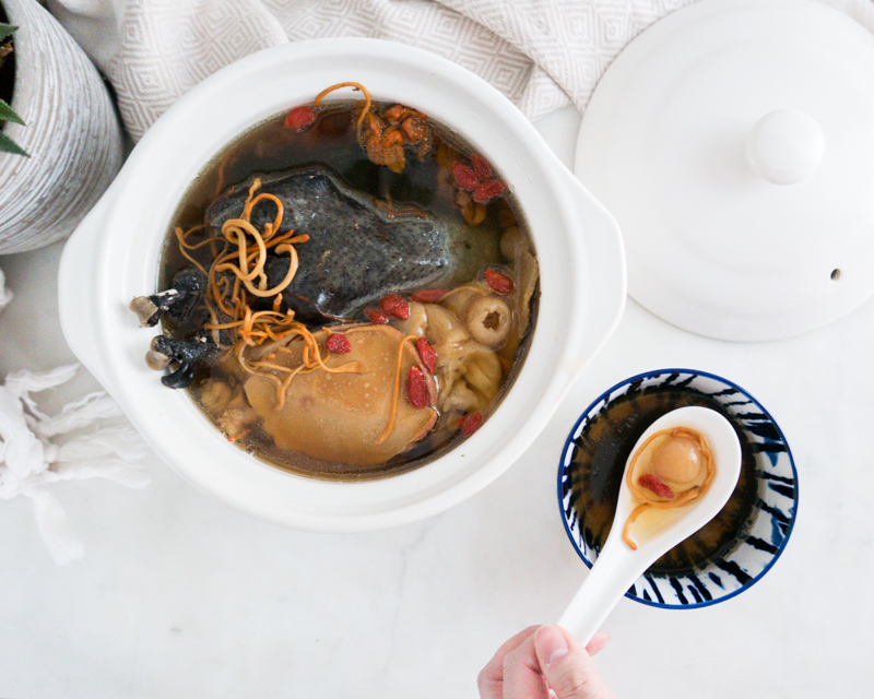 Here's how to stay warm during the Winter! Silkie Chicken Cordyceps Soup with Fish Maw and Conch 蟲草花花膠响螺煲烏雞湯 is the ultimate nourishing bowl to boost your immune system. Say good bye to cold hands and feet! 喝了手腳不再冰冷。  #chineseherbs #tcm #traditionalchinesemedicine #chinesemedicinalfoodtherapy #chinesesoup #chineserecipes #instanomss #easysouprecipes #silkiechicken #fishmaw #cordycepssoup #herbalsoup #chinesefood