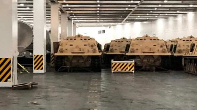 La nave saudita Bahri attracca a Genova con a bordo carri armati: quindi la guerra è un servizio essenziale?