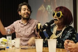 Um dos destaques da mesa foi João Carlos Castanha, travestida de sua personagem Maria Helena Castanha (Crédito: Yamini Benites)