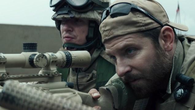 Visão de Clint Eastwood sobre a Guerra do Iraque é conservadora como o esperado. (Crédito: Warner Bros./divulgação)